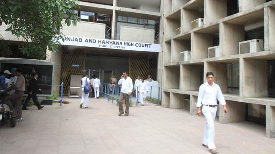 As per the layout submitted with the HC in January this year, three underground floors have been planned. In the first phase, the parking lot will have space for over 2,800 cars. In the second phase, installation of stacks has been proposed. (HT FILE PHOTO)