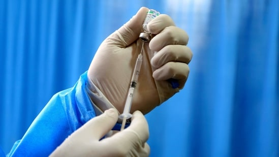 Eight states - Kerala, Madhya Pradesh, Karnataka, West Bengal, Gujarat, Uttar Pradesh, Rajasthan and Maharashtra account for 60 per cent of the cumulative vaccine doses given so far.(AP)