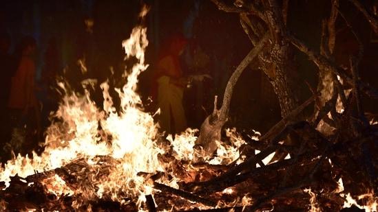 Holika Dahan marks the beginning of two-day Holi celebrations.(Sunil Ghosh/HT File Photo)