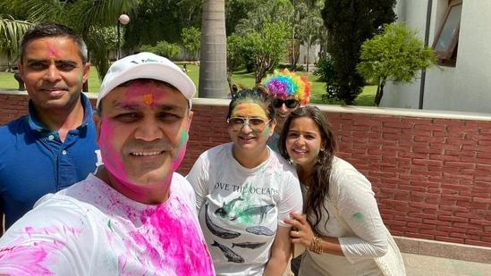 Former cricketer Virender Sehwag celebrating Holi with family. (Twitter)