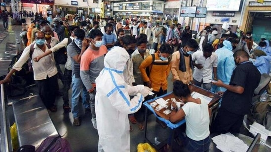 Passengers stand in a queue for Covid-19 test, at Chhatrapati Shivaji Maharaj Terminus in Mumbai.(HT File Photo)