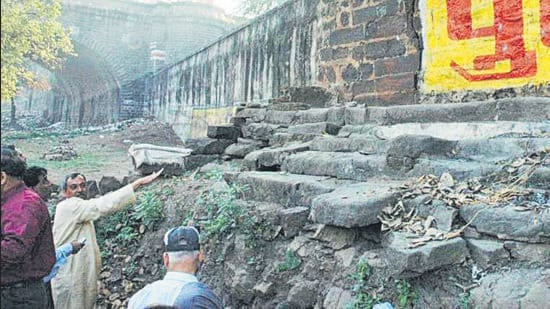 Remains of the Yadava period as seen near the Narayaneshwar temple in Pune. Local historian Pandurang Balkawade shifted the remains to a museum of the Bharat Itihas Samshodhak Mandal.