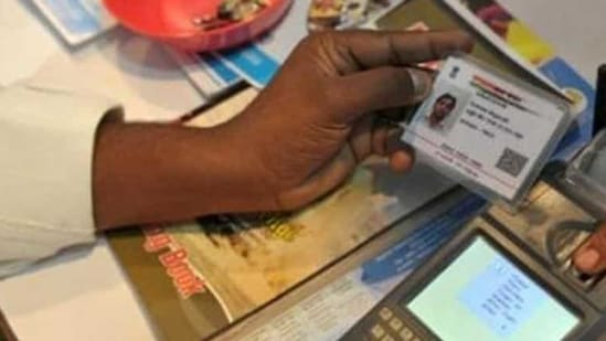 Centre extends Aadhaar-PAN linking deadline to June 30, cites Covid-19 pandemic (File Photo)