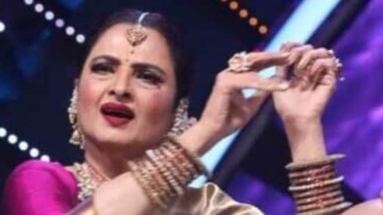 Rekha during her visit to Indian Idol 12 sets.(iNSTAGRAM)