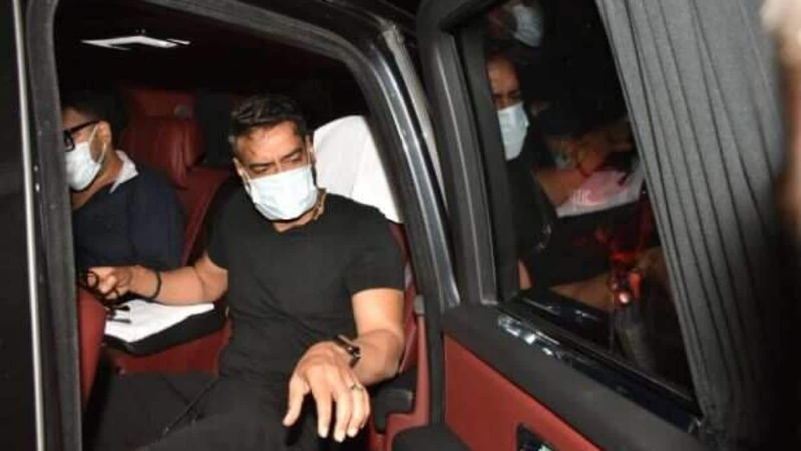 Ajay Devgn spotted in Mumbai, asks a person to wear a mask. Watch    Hindustan Times