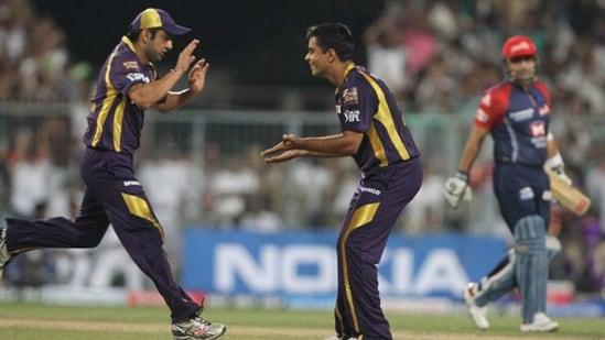 Rajat Bhatia (C) and Gautam Gambhir (L) celebrate the wicket of Virender Sehwag. (Getty Images)