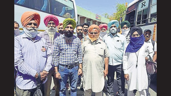 Members of Punjab government transport workers union protesting against the state government in Ludhiana on Thursday.s (Gurpreet Singh/HT)