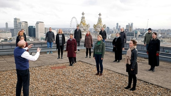 The choir of London's Royal Opera House perform on the rooftop of the Royal Opera House to celebrate Good Friday and the arrival of spring in London, Britain.(REUTERS)