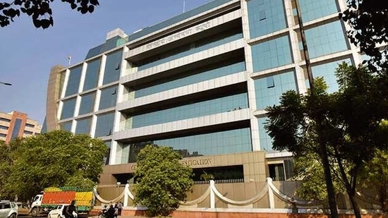 CBI conducted searches in Hyderabad and Delhi to recover incriminating documents against a private company which caused losses worth <span class='webrupee'>₹</span>1285.45 crore to a bank. (Sanchit Khanna/Hindustan Times)
