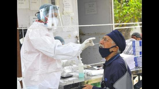 Samples being collected for the Covid-19 test in Chandigarh. According to the Union health ministry data released on Saturday, Covid-19 cases increased 12-fold in Punjab between February 3 and April 3 at a rate that surpasses Maharashtra's nine-fold case growth rate during the period. (Keshav Singh/HT)