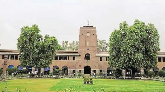 Faculty members at several DU colleges said the university should not blame St Stephen's in the absence of any clear guidelines.(HT file)