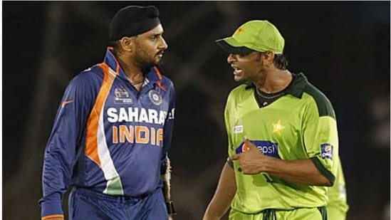 File image of Shoaib Akhtar and Harbhajan Singh.(Getty Images)