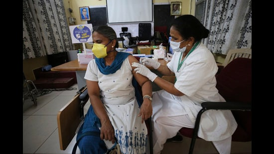 As the country that produces 60% of the world's vaccines, India can ramp up the vaccination process. But a conventional, bureaucratic mindset appears to be holding us back. The vaccination programme needs to be reset and targeted (Amal KS/HT PHOTO)