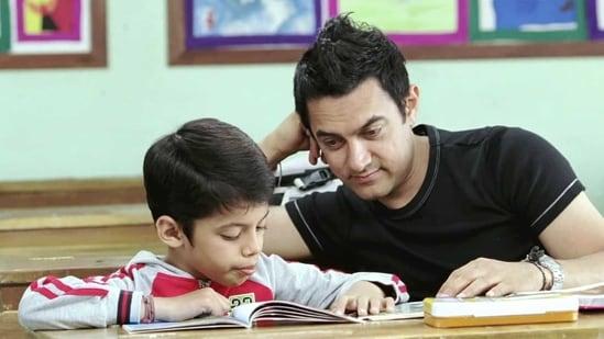 Aamir Khan and Darsheel Safary in a still from Taare Zameen Par.
