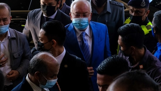 Najib Razak, Malaysia's former prime minister, center, arrives at the Kuala Lumpur Courts Complex in Kuala Lumpur, Malaysia.(Bloomberg/ File photo)