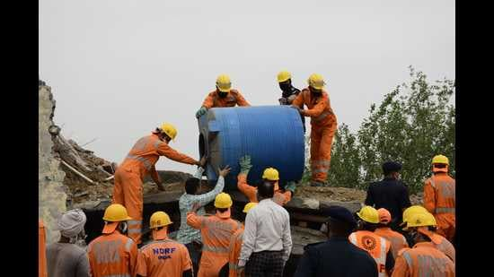 NDRF and MC teams during a rescue operation for workers trapped under debris after a building collapsed in Baba Mukand Singh Nagar in Ludhiana on Monday. (HT photo)