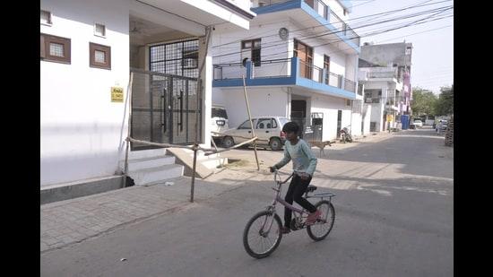 A containment zone in Indira Nagar, Lucknow (Deepak Gupta/ht photo)