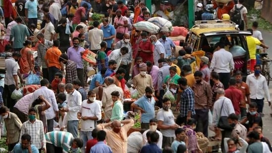 People shop at a crowded marketplace amidst the spread of the coronavirus disease (Covid-19) in Mumbai, India, April 5, 2021. (Reuters)
