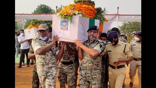 Security forces officers carry the body of a colleague, who was killed in an attack by Maoist fighters, during a wreath laying ceremony, Bijapur, Chhattisgarh, April 5, 2021 (REUTERS)