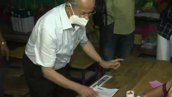 'Metro Man' E Sreedharan at polling booth (ANI)