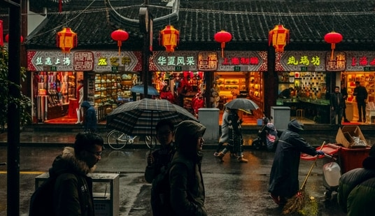The Qingming holiday is a traditional festival during which families travel back to their home towns to gather and pay their respects at their ancestors' tombs.(Unsplash)