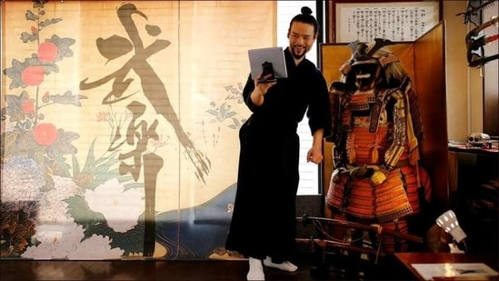 Here's how you can learn arts of the samurai on Zoom calls(Twitter/chimran55)