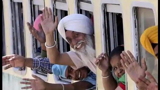Pak issues visas to 1,100 Sikh pilgrims for Baisakhi