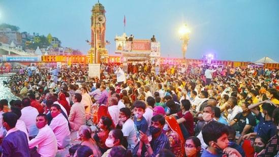 A massive crowd of devotees during Ganga Aarti ahead of the Second Shahi Snan in Kumbh Mela, at Har ki Pauri in Haridwar on Sunday. (ANI Photo)