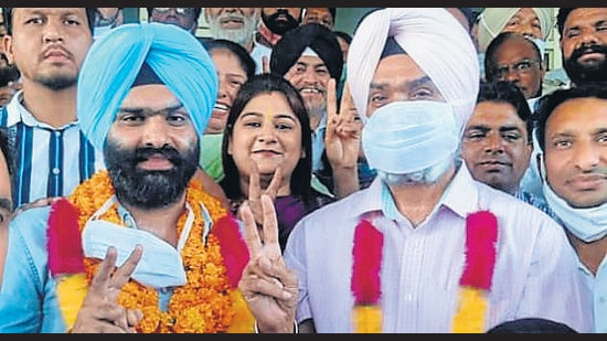Udayvir Singh Dhillon (left) after being elected the Zirakpur municipal council president. (HT Photo)