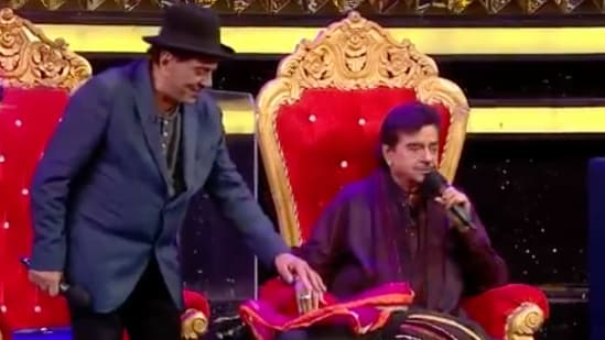 Dharmendra and Shatrughan Sinha at Dance Deewane sets.