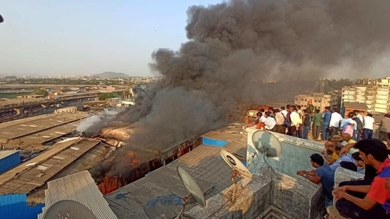 The disaster management cell of BrihanMumbai Municipal Corporation confirmed that no injuries have been reported so far.(HT photo)