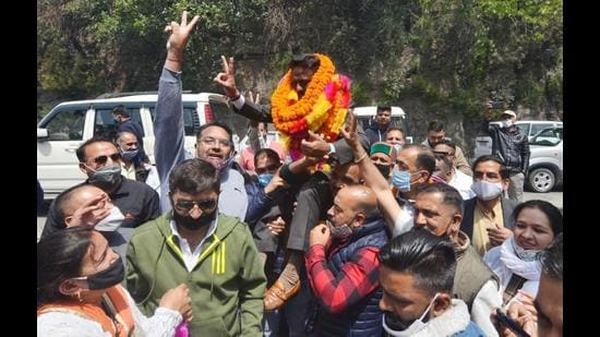 Himachal Congress president Kuldeep Singh Rathore being felicitated by party workers in Shimla on Thursday after the victory in Solan and Palampur municipal corporation elections. (Deepak Sansta/HT)