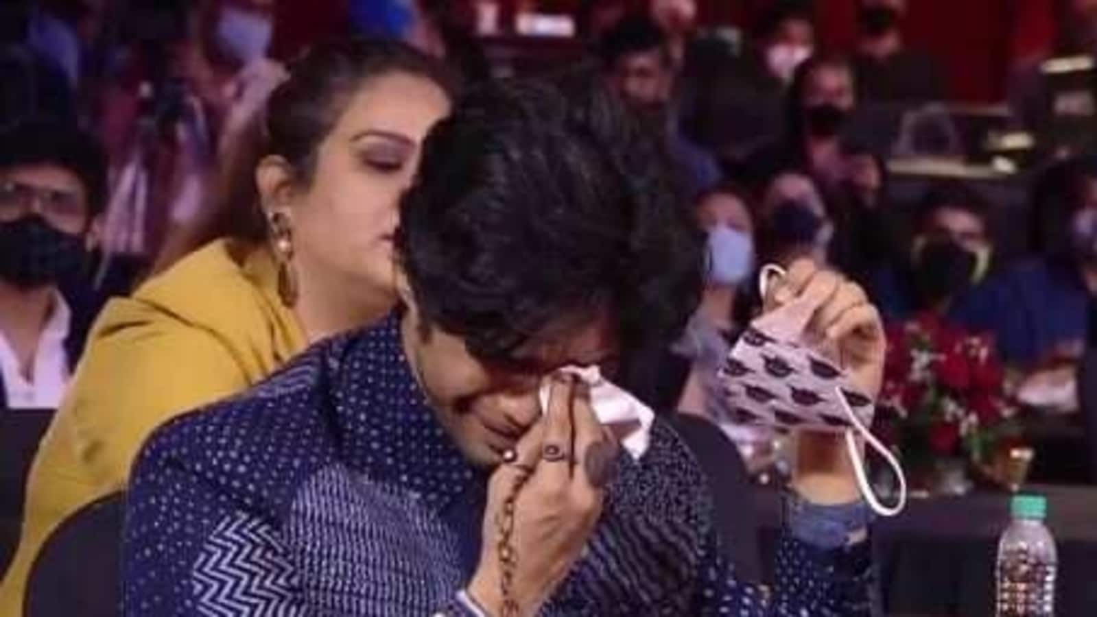 Irrfan's son, Babil, weeping as he received his father's honor, warm words said: 'We will make this journey together'