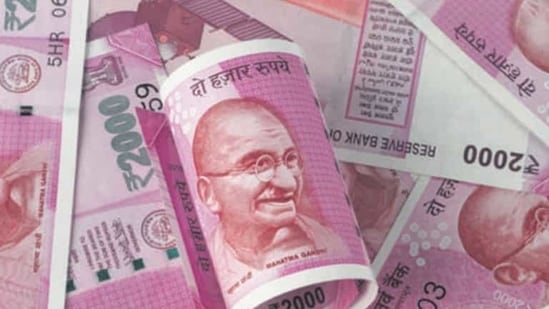 New Indian Rupee 2000 Currency Note after Demonitization (Getty Images/iStockphoto)