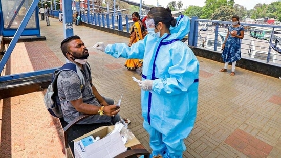 The government has tested 135,163 samples comprising 7,230 Rapid Antigen Tests and 127,933 RT-PCR tests and other methods on Friday.(PTI)