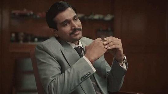 Pratik Gandhi in Scam 1992.
