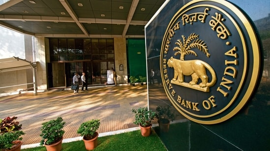 The RBI held its policy repo rate at 4 per cent at its monetary policy meeting on April 7.(Mint)