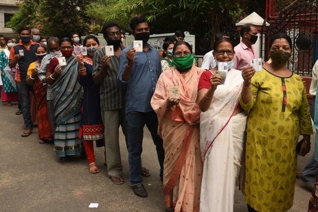People in a queue to cast vote during the fourth phase of polling in the West Bengal Assembly Election at DPS Ruby Park under Kasba constituency in Kolkata. (Samir Jana/Hindustan Times)