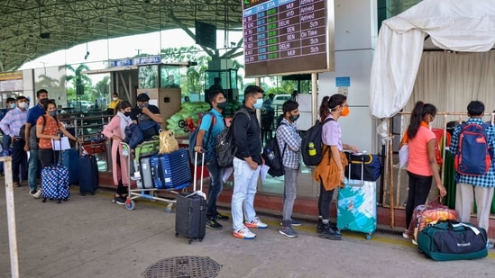 Passengers stand in a queue at Birsa Munda International Airport to give their swab samples in Ranchi.(PTI)
