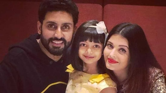 Aishwarya Rai and Abhishek Bachchan pose with daughter Aaradhya.