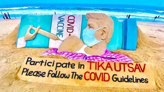 Sand artist Sudarsan Pattnaik urged eligible citizens to get the Covid-19 vaccine.(@sudarsansand/Twitter Photo )