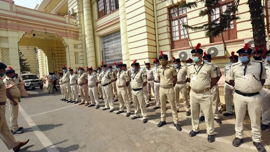 The Kishanganj SP said the policemen in the raiding party accompanying the SHO had shamed the police department. (HT Photo/Representative)