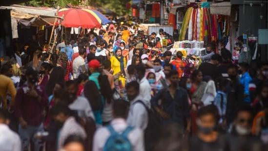 Visitors flout social distancing norms, at Sarojini Nagar market, in New Delhi, India, on Monday, April 12, 2021. (Photo by Amal KS/ Hindustan Times)