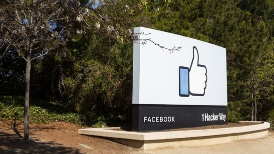 The thumbs up logo outside of the Facebook Inc. headquarters in Menlo Park, California, U.S., on Saturday, April 10, 2021. (Bloomberg)