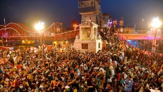 Devotees gather to offer prayers during Ganga aarti at Kumbh Mela, at Har ki Pouri, in Haridwar, Tuesday, April 13, 2021. (PTI Photo)(PTI)