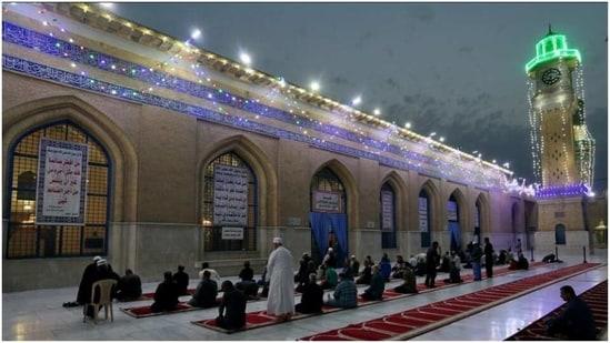 Muslims navigate restrictions in the second pandemic Ramadan(AP)