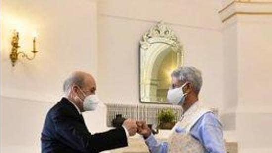 External affairs minister S Jaishankar and his visiting French counterpart Jean-Yves Le Drian. (Twitter/DrSJaishankar)