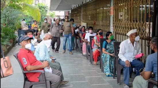 People wait to get vaccinated in Kalyan, Maharashtra, on Monday, April 12. (Rishikesh Choudhary/ Hindustan Times)