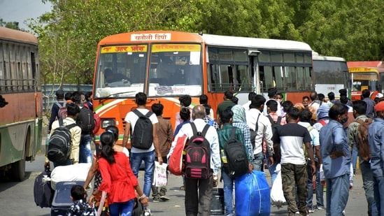 Migrant workers flock Kaushambi Bus Terminal in Ghaziabad on Wednesday (Photo by Sakib Ali /Hindustan Times)