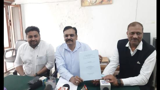 Considered to be a well-meaning cop in public perception, Kunwar Vijay Pratap Singh is credited with probing high-profile cases of a kidney scam in Amritsar and a sex-scandal. (HT photo)